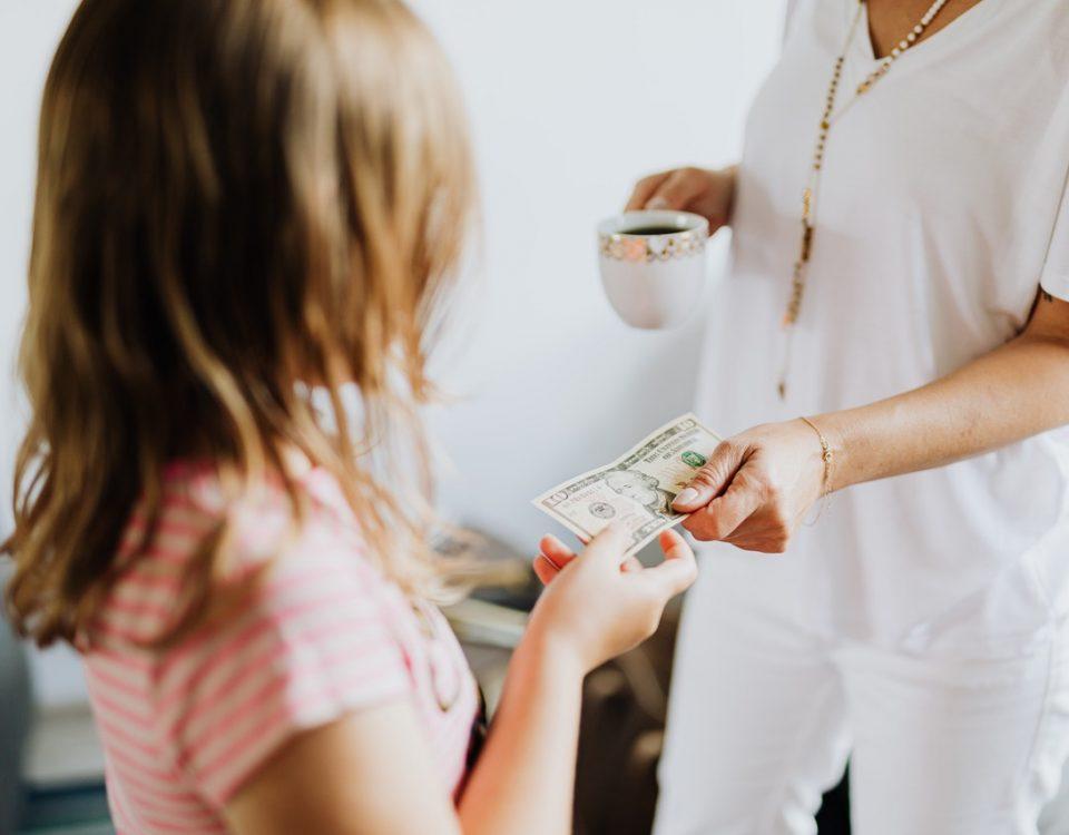 Dicas para ensinar educação financeira para crianças